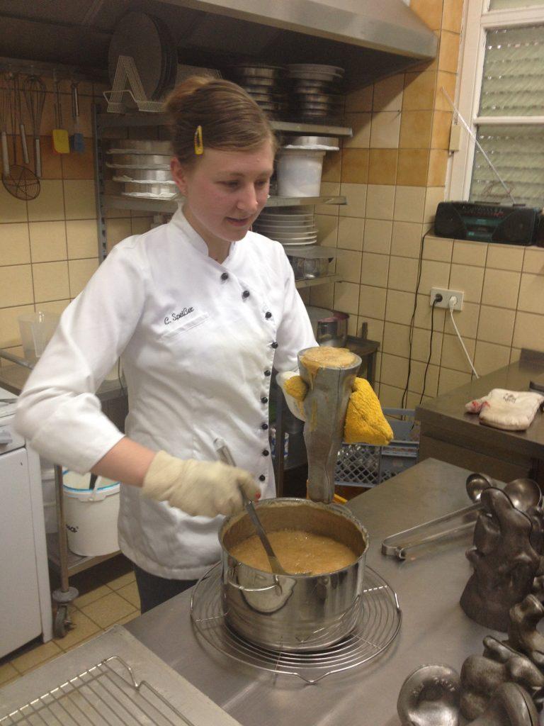 2017 Karamellhasen mit historischen Formen, Bäckerei Rau